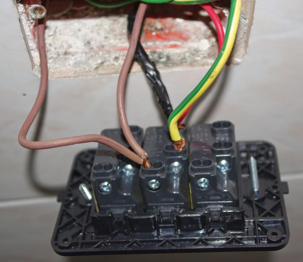 inserire i fili nella presa